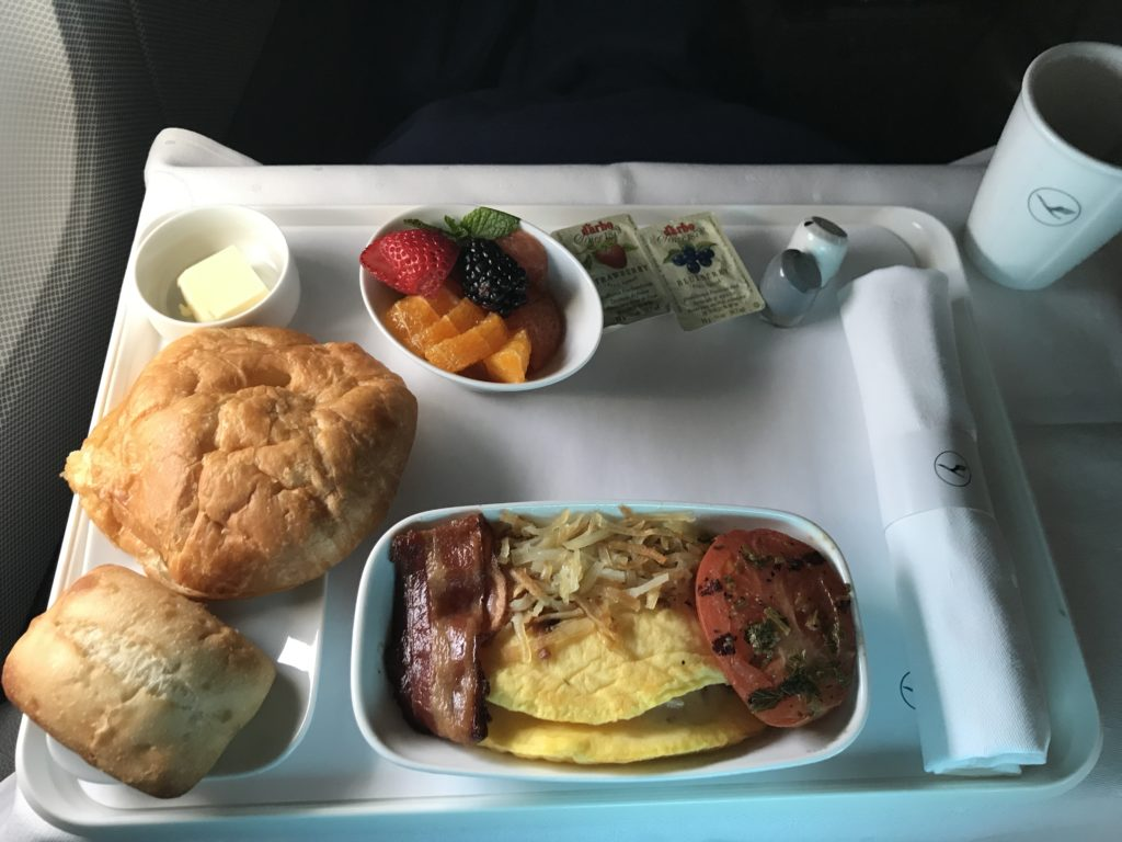 Lufthansa A340 business class breakfast