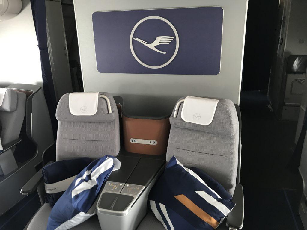 Lufthansa A340 business class cabin