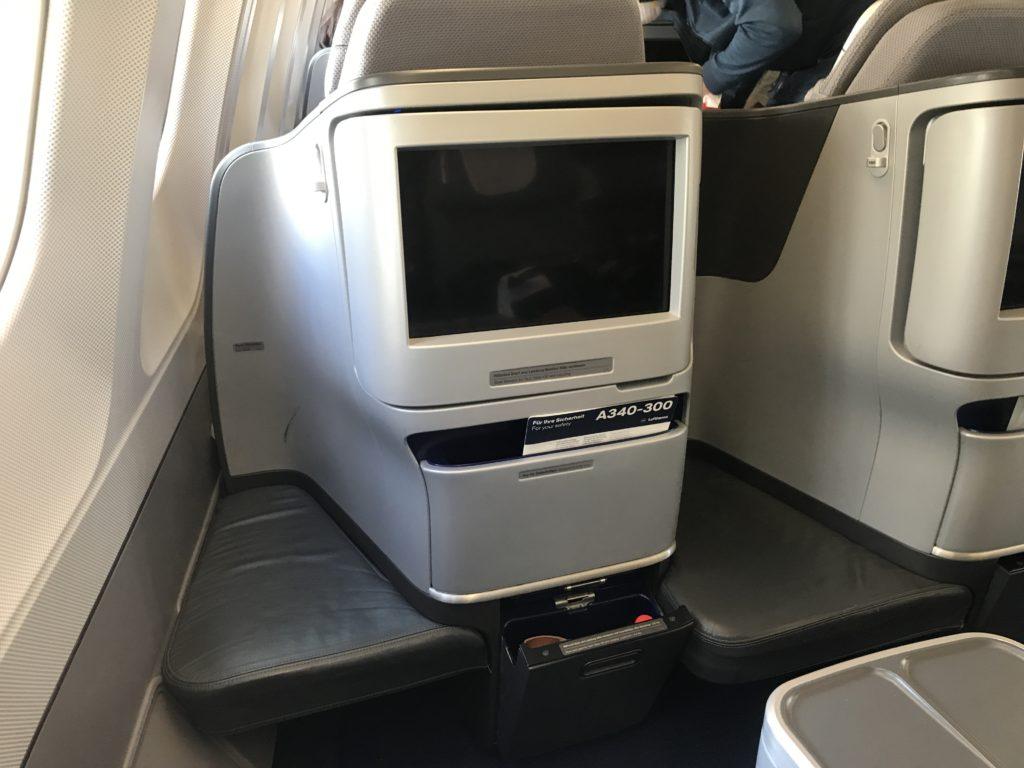Lufthansa A340 business class footwell
