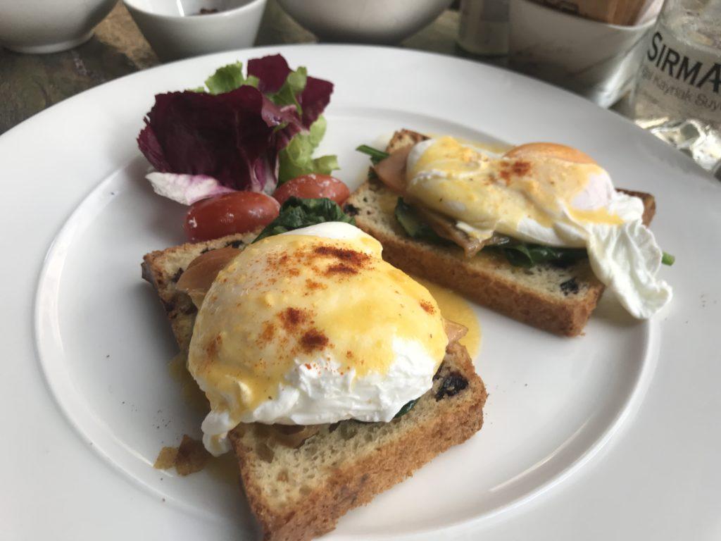 Nish Palas Istanbul eggs Benedict