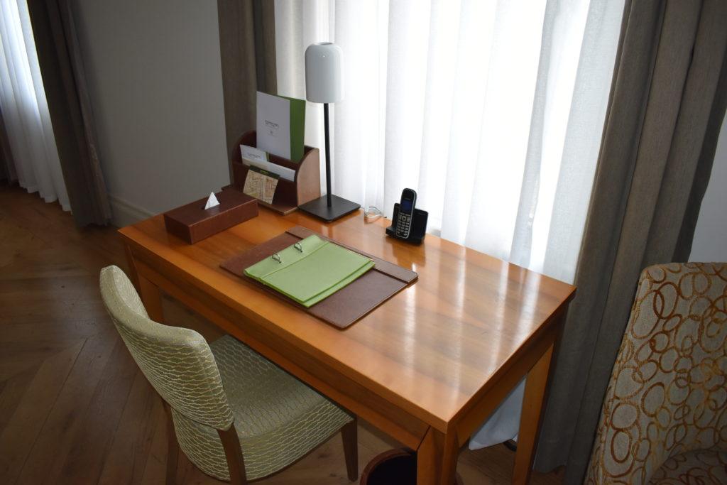 Tomtom Suites Istanbul desk